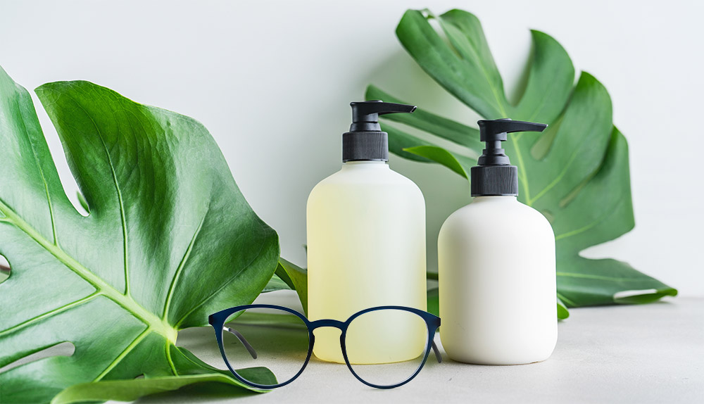 Prevent your glasses lenses from fogging up with soap and shaving foam
